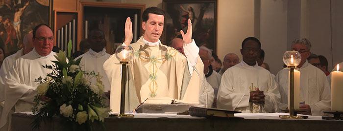 Pfarrer Dr. Wolfgang Picken zelebriert Messe © Stefan Reifenberg