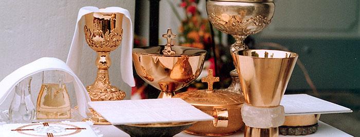 Altar mit Kelchen und Schalen, Erzbistum Köln © PEK