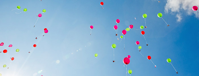 Luftballons © Achim Pohl, pfarrbriefservice.de