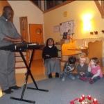 Adventliches Musizieren mit Kaplan Degbe